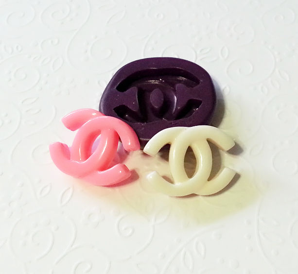 Designer Bag Logo Silicone Mold 27mm Fondant Chocolate